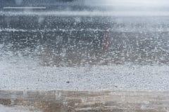 Проливной дождь на улице города Таиланд Стоковое Изображение RF