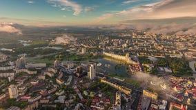 Промежуток времени Беларусь панорамы 4k реки nemiga города Минска восхода солнца лета акции видеоматериалы