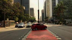 Промежуток времени бульвара Paulista avenida, Сан-Паулу, Бразилии Час пик в августе 2017 видеоматериал
