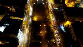 Промежуток времени взгляда сверху гипер оживленных улиц Львова вечером, серии движения сток-видео