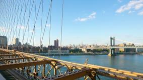 Промежуток времени взгляда 4k империи Бруклинского моста захода солнца от Нью-Йорка сток-видео