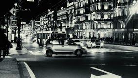 Промежуток времени городского пейзажа города вечера с автомобильным движением акции видеоматериалы
