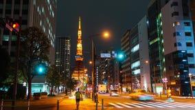 Промежуток времени городской жизни и движения с предпосылкой башни Токио в Токио вечером, Япония видеоматериал