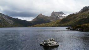 Промежуток времени горы вашгерда озера голубь видеоматериал