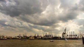 Промежуток времени грандиозного парада прибытия годовщины порта Гамбурга
