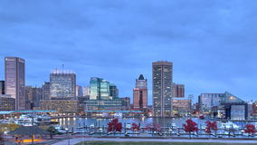 Промежуток времени захода солнца на внутренняя гавань Балтиморе, Мэриленде акции видеоматериалы