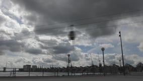 Промежуток времени Красивые облака на фуникулярном акции видеоматериалы