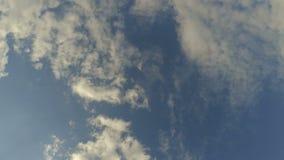 Промежуток времени облаков на открытом небе сток-видео