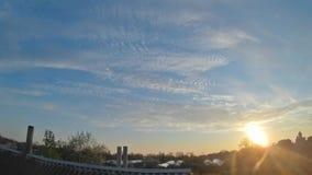 Промежуток времени облачного неба акции видеоматериалы
