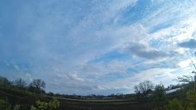 Промежуток времени облачного неба видеоматериал