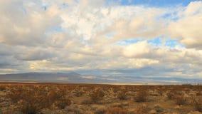 Промежуток времени облаков бури в пустыне Мохаве - зажим 6 сток-видео