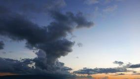 Промежуток времени 30 облаков кумулюса во время восхода солнца видеоматериал