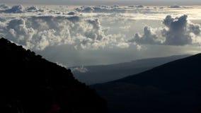 Промежуток времени облаков на национальном парке Haleakala, Мауи Гаваи видеоматериал