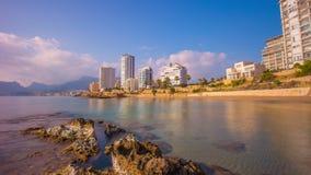 Промежуток времени панорамы 4k calpe побережья Средиземного моря света солнца Испании видеоматериал