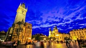 Промежуток времени Прага движения пешеходов города акции видеоматериалы