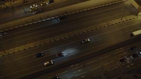 Промежуток времени Россия панорамы кольцевой дороги городского транспорта Москвы света ночи неба захода солнца воздушный сток-видео