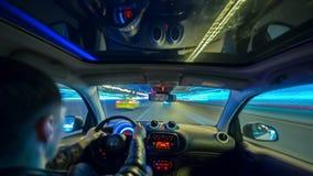 Промежуток времени снятый мужского взрослого управляя автомобиля сток-видео