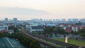 Промежуток времени солнца поднимая над общественным местным транспортом в крупном плане Eunos Сингапура акции видеоматериалы