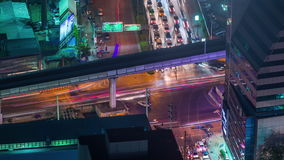 Промежуток времени Таиланд взгляда 4k перекрестка улицы движения ночи центра города Бангкока видеоматериал