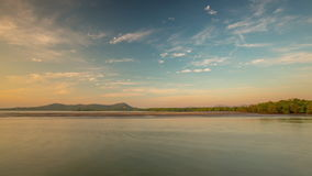 Промежуток времени Таиланд панорамы 4k пляжа неба захода солнца острова Пхукета не туристский видеоматериал