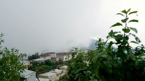 Промежуток времени туман образования и движения в деревне видеоматериал