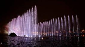 Промежуток времени Фонтаны освещают искусство на ноче во время фестиваля света Амстердама в Амстердаме сток-видео