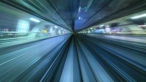 промежуток времени 4K автоматического поезда двигая к тоннелю, токио, Японии видеоматериал