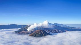 промежуток времени 4K вулкана на восходе солнца, Индонезии Bromo акции видеоматериалы