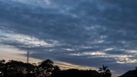 промежуток времени 4K красивого захода солнца на тропическом острове Бали, Индонезии акции видеоматериалы