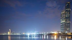 Промежуток времени 4k ночного неба Абу-Даби панорамный сток-видео