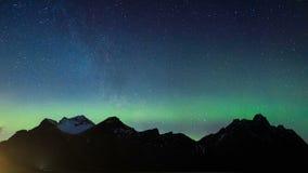 промежуток времени 4K северного сияния над Mt vestrahorn, Исландия акции видеоматериалы