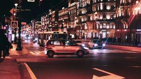 Промежуток времени Sityscape города вечера с автомобильным движением акции видеоматериалы