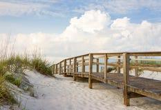 Променад в песчанных дюнах пляжа Стоковое Фото