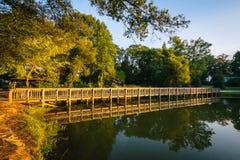 Променад на парке Рузвельта Уилсона, в Davidson, Северная Каролина стоковые фотографии rf