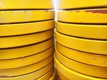 Промышленная абстрактная предпосылка яркого желтого цвета стоковое изображение rf
