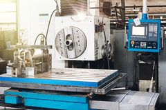 Промышленная машина для обрабатывать части металла стоковое изображение
