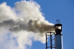 Промышленная печная труба с дымом Стоковая Фотография