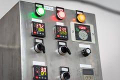 Промышленная, электрическая панель переключателя с кнопками в других цветах Стоковое Фото