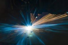 Промышленное вырезывание лазера обрабатывая технологию изготовления материала металлического листа плоского листа стального с иск стоковая фотография rf