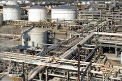 промышленное нефтеперерабатывающее предприятие Стоковая Фотография