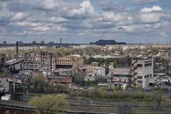 Промышленное старое здание фабрики с железной дорогой Стоковые Фотографии RF