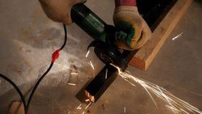 промышленно конструкция кирпичей кладя outdoors место Молоть работника человека сток-видео