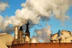 Промышленные дымовые трубы   Стоковая Фотография RF