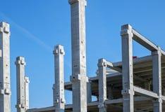 Промышленные конкретные штендеры для нового торгового центра стоковое фото rf