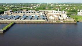 Промышленные предприятия вдоль портового района Camden Нью-Джерси видеоматериал