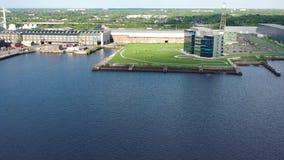 Промышленные предприятия вдоль портового района Camden Нью-Джерси сток-видео