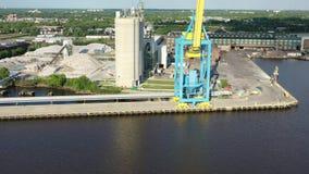 Промышленные предприятия вдоль портового района Camden Нью-Джерси акции видеоматериалы
