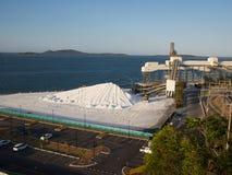 Промышленный комплекс двухместного экипажа на побережье Стоковое Изображение RF