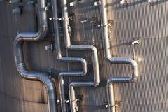 промышленный металл пускает серебр по трубам Стоковое фото RF