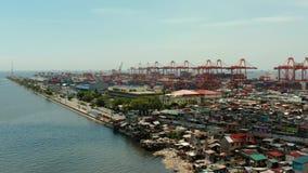 Промышленный морской порт с контейнерами, Манила, Филиппины